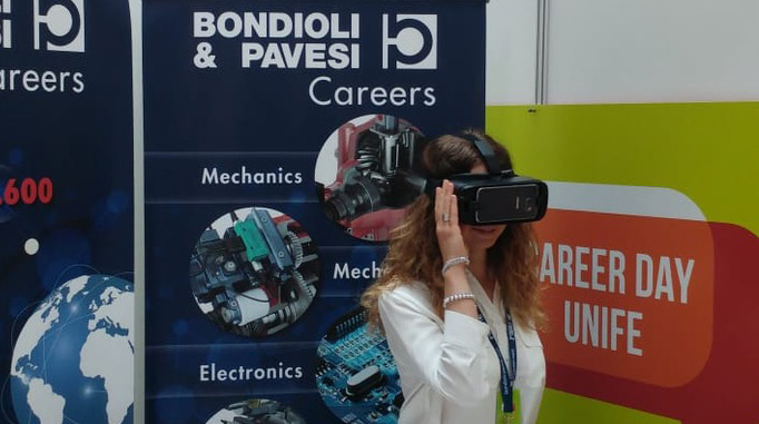 Bondioli and Pavesi show a virtual tour of the establishments to the participants of Career Day Unife 2018.