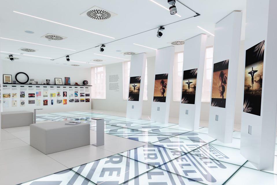 Oculus BMW tour virtuale Milano Previsioni VR per il 2019, realtà Milano realtà Visual Pro 360 artigiani della realtà virtuale esperti dal 2002 di produzione e post produzione. Ci concentriamo sulla fornitura di esperienze video e VR a 360 gradi di alta qualità. Il nostro team è composto da registi, ingegneri del software e ingegneri del suono dedicati a fornire le migliori soluzioni 360 immersive. Creiamo esperienze video 360 di alta qualità per i nostri clienti utilizzando i più recenti software e tecnologie, da Modena o Milano e Roma Lavorando nel campo della realtà virtuale sin dalle prime fasi, ancor prima del web come lo conosciamo oggi. Pronti da subito a consegnarvi un esperienza immersiva pronta qualsiasi piattaforma, creando lettori HTML5, Android e iOS personalizzati che ti accompagnano ulteriormente nell'esperienza con qualsiasi dispositivo, inclusi tutti i principali visori per la realtà virtuale.virtuale Trieste Genove Milano virtual reality tesmec visualpro 360 produzione video VR 360 medicina VR Marketing for events | Visualpro 360, Milano. VR Storytelling - Produzione video 360° - Sviluppo app realtà virtuale - Cardboard personalizzati - Affitto e noleggio visori e hardware per realtà virtuale, noleggio vr oculus go game app , corona virus in fiera