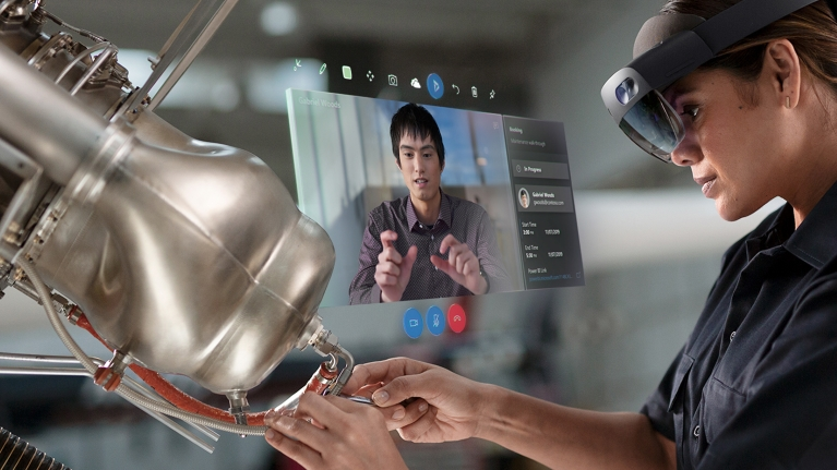 hololens visore realtà aumenta per aziende